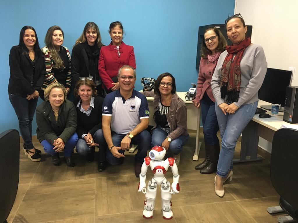reunião sobre robotica nas escolas em varginha