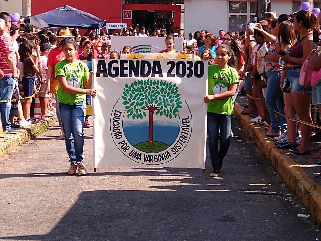 desfile varginha 137 anos