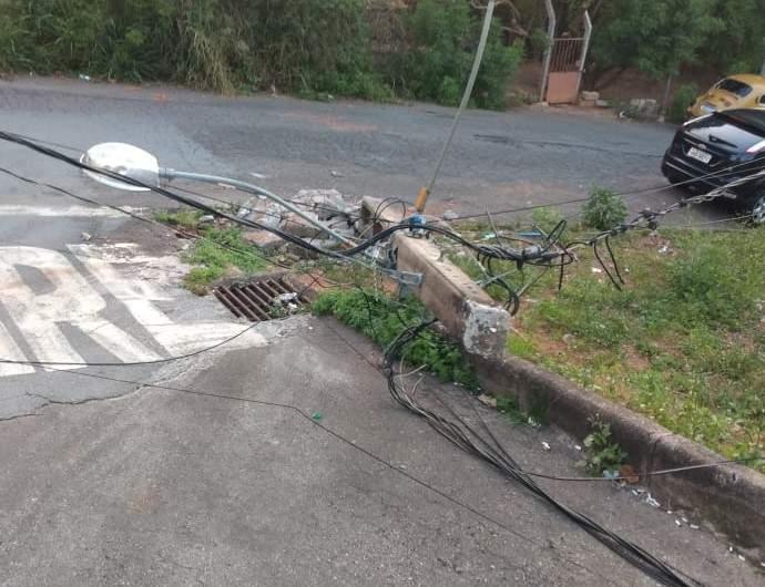 Caminhoneiro causa acidente em Varginha