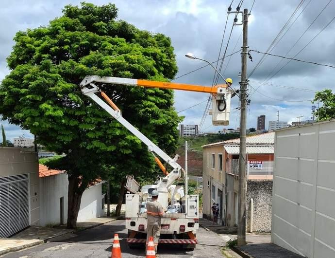 Troca de lâmpadas em postes